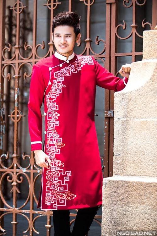 Áo dài nam cách tân màu đỏ cách điệu với họa tiết trắng