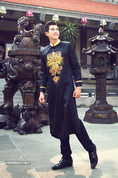 Áo dài nam cách tân đen họa tiết rồng cách điệu
