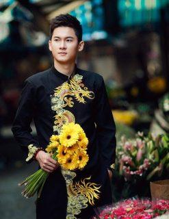 áo dài nam cách tân đen với rồng vàng