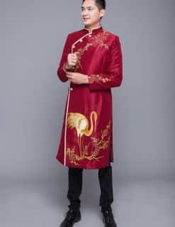 Áo dài nam đỏ vẽ họa tiết con cò