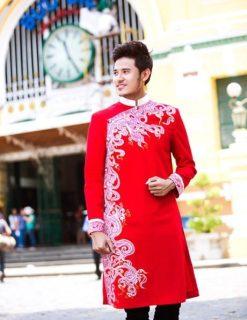 Áo dài nam cách tân đỏ vẽ họa tiết trắng ấn tượng