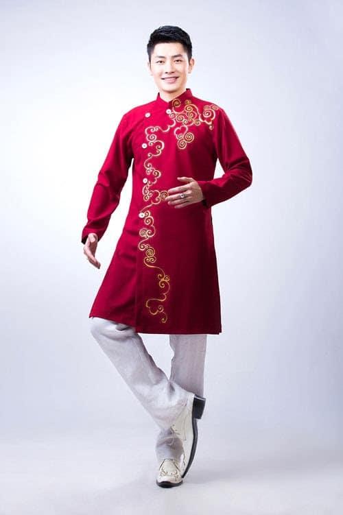 áo dài nam cách tân đỏ vẽ họa tiết tròn