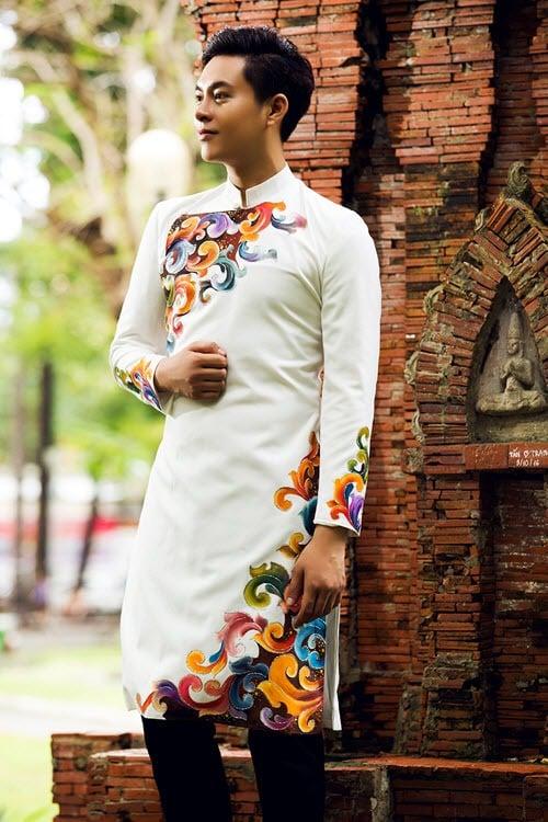 áo dài nam cách tân trắng vẽ họa tiết thủ công
