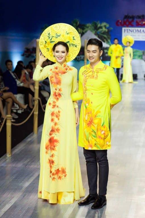 Áo dài nam cách tân vàng vẽ hoa lan
