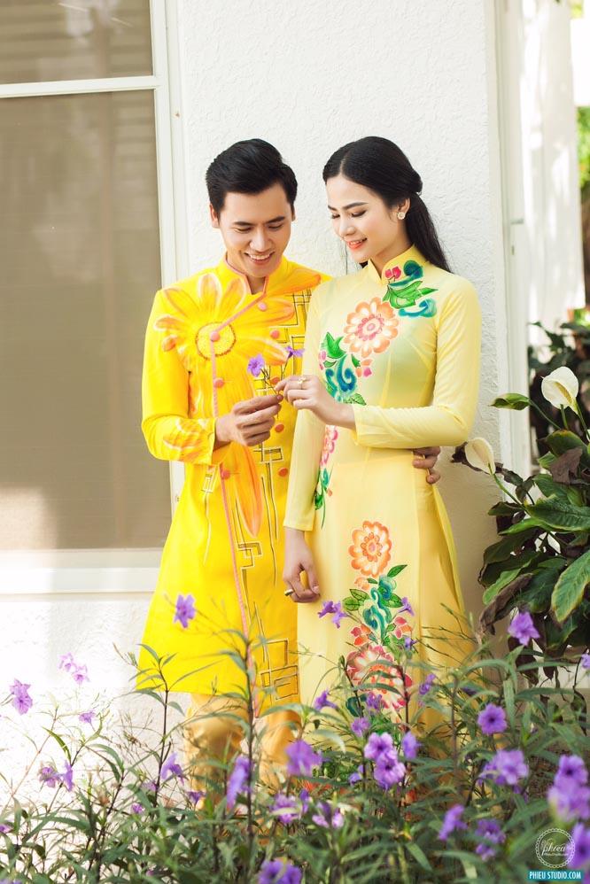Áo dài nam cách tân vàng vẽ hoa mùa thu