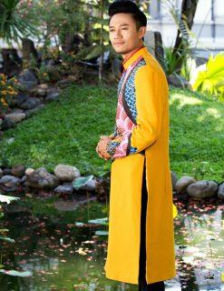 Áo dài nam cách tân màu vàng với họa tiết rồng cách điệu