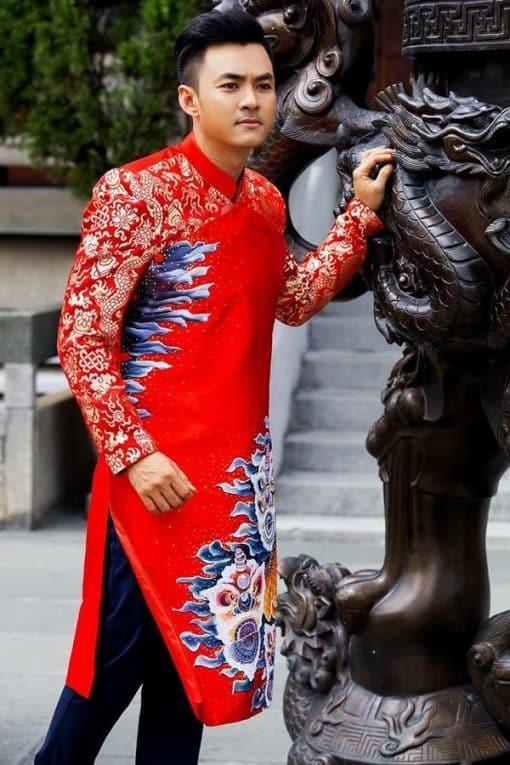 áo dài nam cách tân đỏ vẽ họa tiết phối gấm