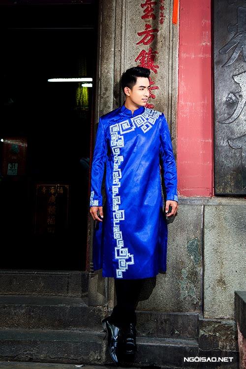 Áo dài nam cách tân màu xanh tươi trẻ vẽ họa tiết dân tộc