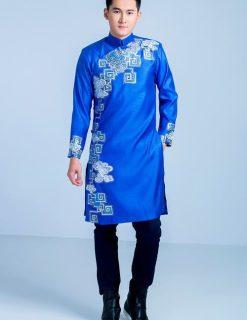 Áo dài nam xanh vẽ họa tiết ấn tượng