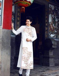 Áo dài nam trắng vẽ họa tiết