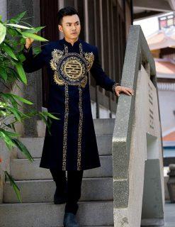 Áo dài nam màu đen họa tiết cung đình