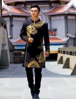 Áo dài nam đen vẽ rồng vàng đối xứng