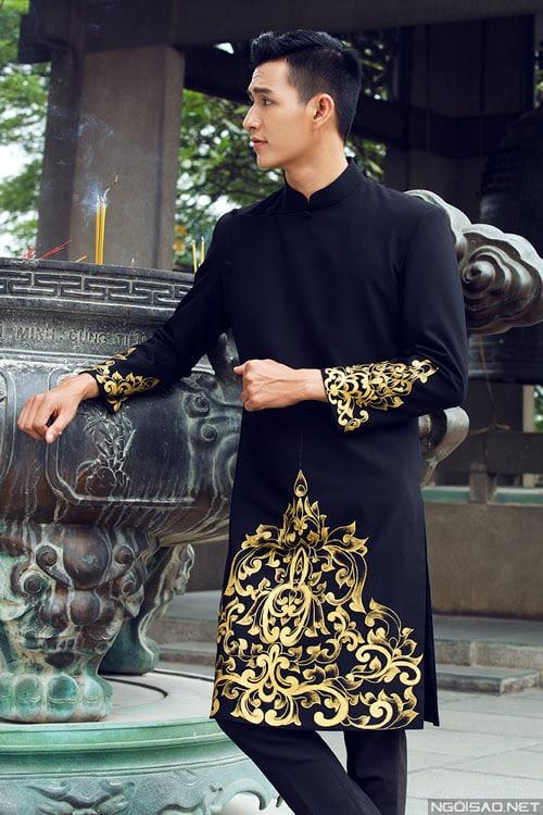 Áo dài nam đen vẽ họa tiết vàng lịch lãm