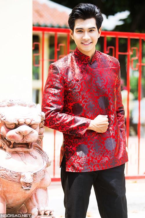 Áo dài nam đỏ form ngắn họa tiết cách điệu