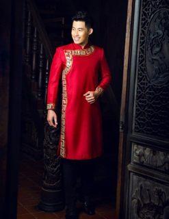 Áo dài nam cách tân đỏ họa tiết vàng đồng đơn giản
