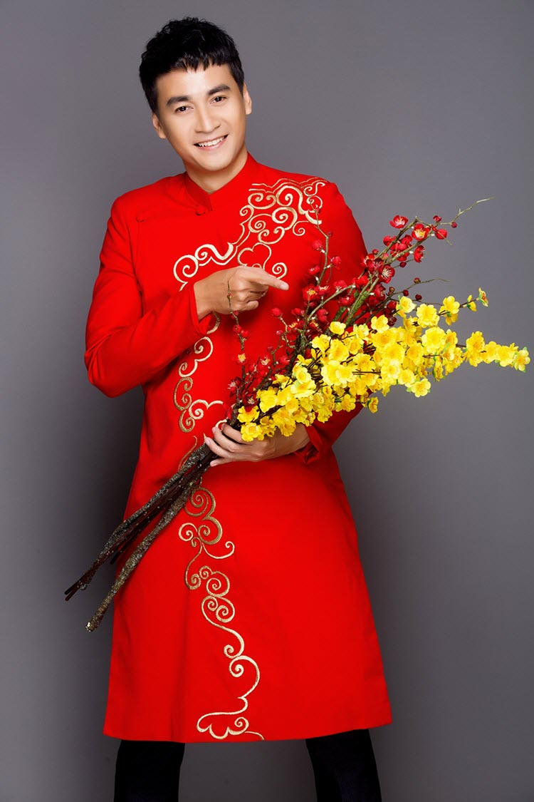 Áo dài nam cách tân đỏ vẽ hoa văn vàng