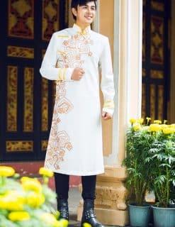 Áo dài nam trắng họa tiết cam cách điệu
