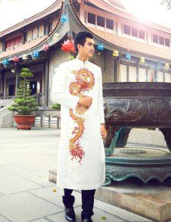 Áo dài nam cách tân trang nhã với họa tiết rồng
