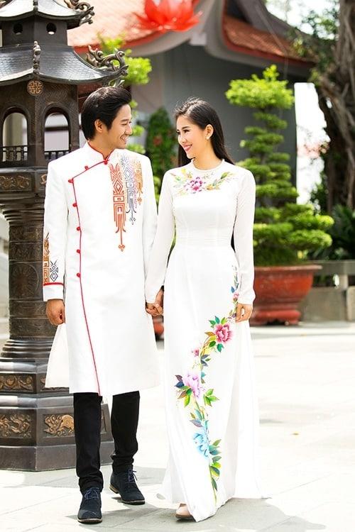 Áo dài nam cách tân trắng họa tiết đơn giản