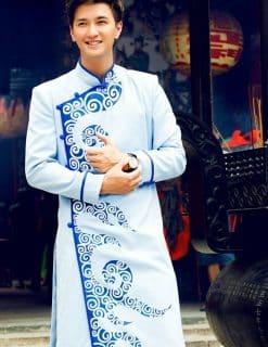 Áo dài nam tươi sáng với gam màu xanh trời