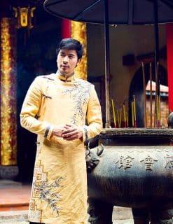 Áo dài nam cách tân vàng họa tiết trang nhã