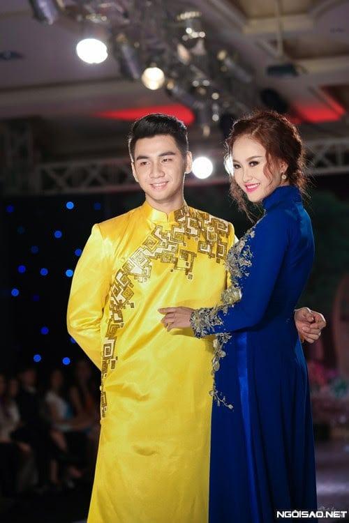 Áo dài nam cách tân vàng nổi bật với họa tiết đơn giản