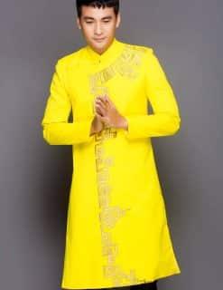 Áo dài nam cách tân vàng vẽ hoa tiết truyền thống
