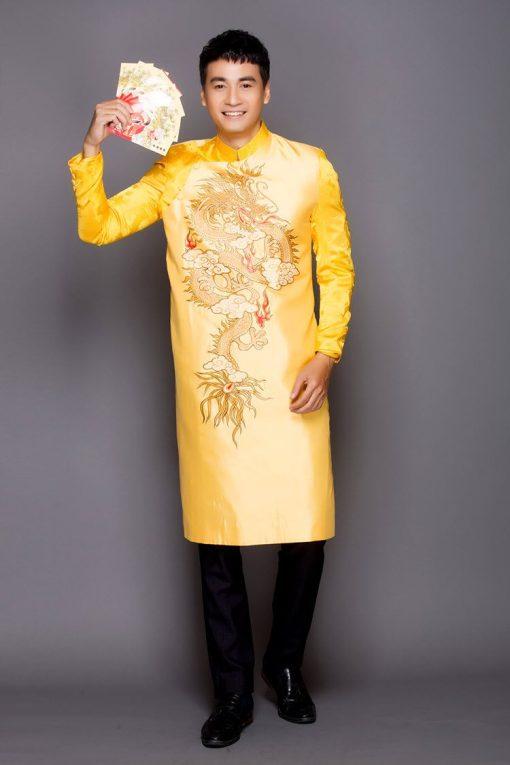 Áo dài nam vàng vẽ rồng tinh xảo
