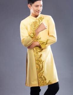 Áo dài nam vàng viền vẽ hoa văn lá