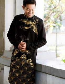 Áo dài nam đen họa tiết phượng hoàng cách điệu