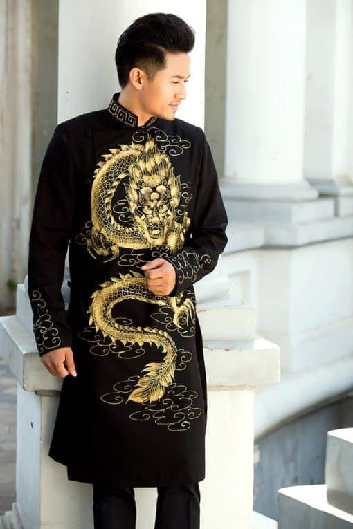 Áo dài nam đen họa tiết rồng ánh kim nổi bật