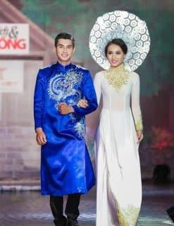 Áo dài nam màu xanh vẽ rồng truyền thống