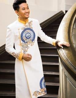 Áo dài nam cách tân trắng viền vàng cá tính