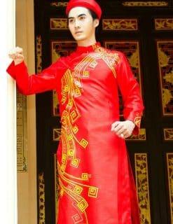 Áo dài nam đỏ vẽ họa tiết vàng nổi bật