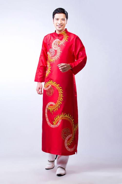 Áo dài nam đỏ vẽ hoa tiết tròn lửa vàng