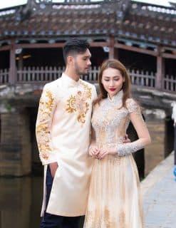 Áo dài cưới cặp vẽ họa tiết vàng lấp lánh