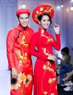 Áo dài cưới màu đỏ vẽ chim hạc và hoa sen