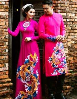 Áo dài cưới màu hồng vẽ cá chép nhả ngọc