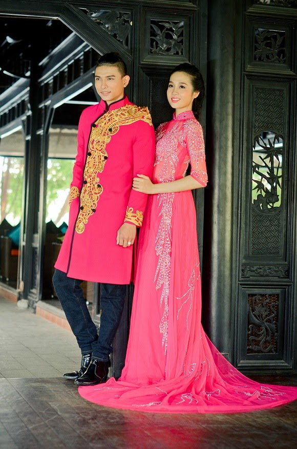 Áo dài cưới cặp màu hồng vẽ họa tiết trẻ trung