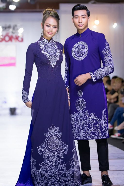 Áo dài cưới cặp màu tím trẻ trung họa tiết cung đình