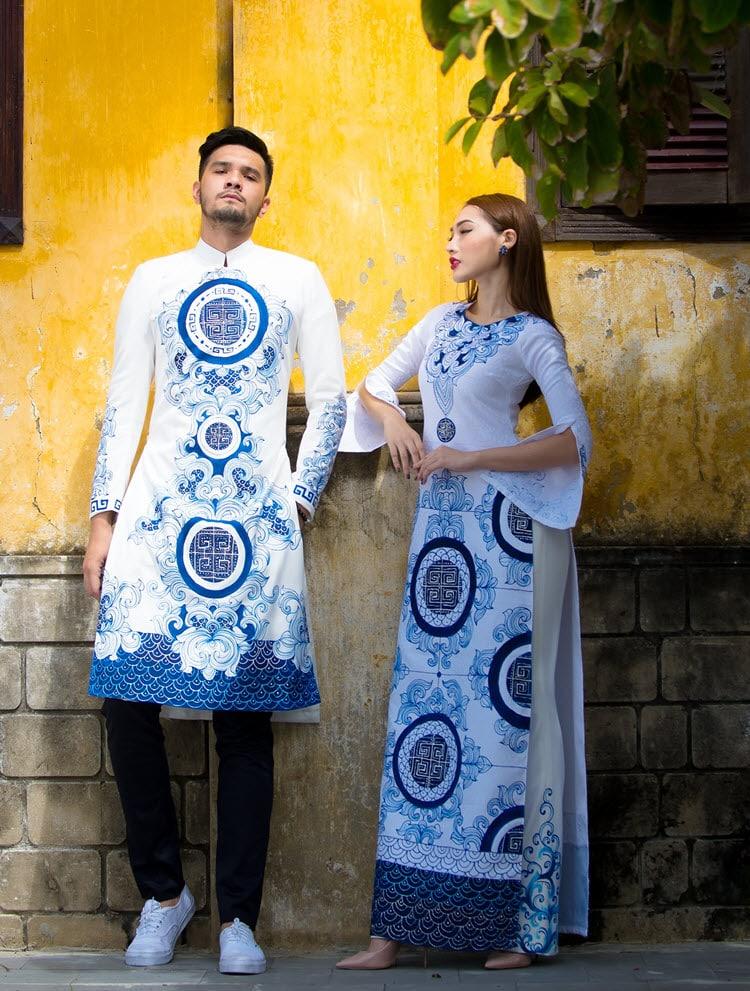 Áo dài cưới cặp màu trắng họa tiết cung đình ấn tượng
