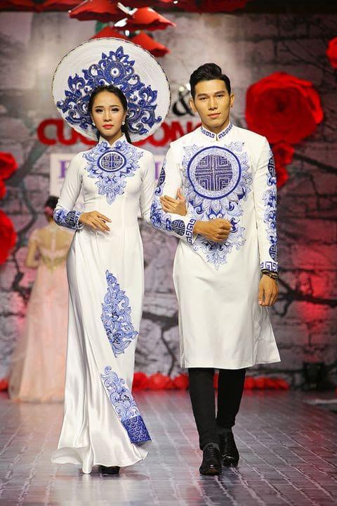 Áo dài cưới trắng vẽ họa tiết cổ điển