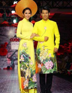 áo dài cưới màu vàng vẽ cò đậu lá sen