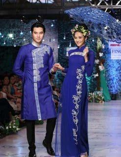 Áo dài cưới màu xanh vẽ họa tiết cách điệu