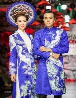 Áo dài cưới cặp màu xanh họa tiết tùng hạc
