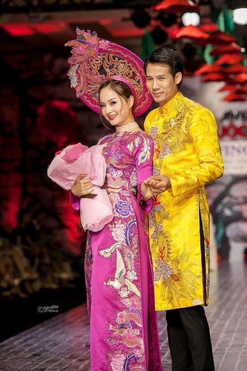 Áo dài cưới cặp họa tiết hoàng gia sang trọng