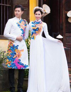 Áo dài cưới màu trắng họa tiết cá chép vàng nổi bật