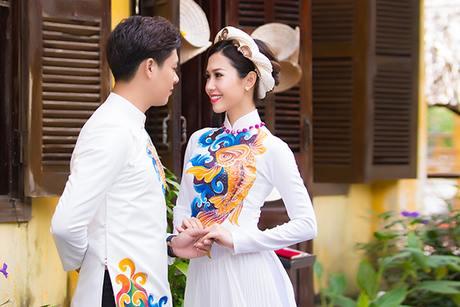 Áo dài cưới trắng họa tiết cá chép vàng nổi bật