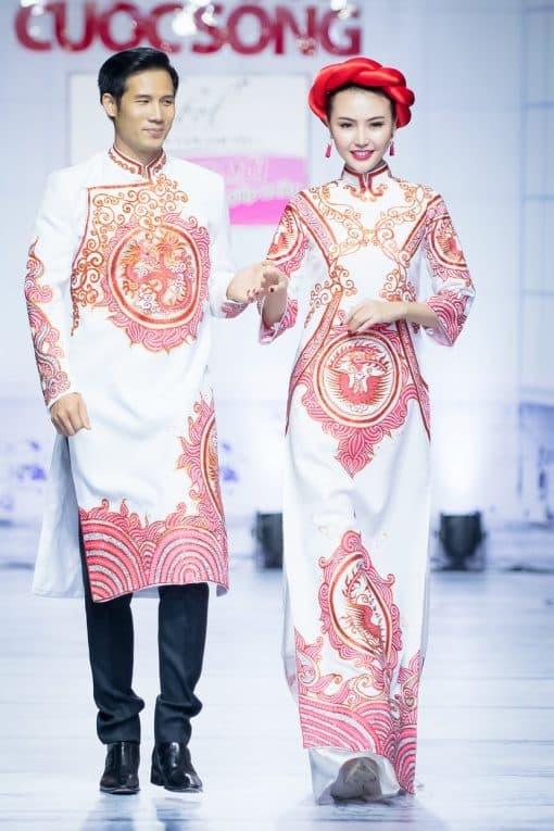 Áo dài cưới màu trắng vẽ rồng phượng độc lạ