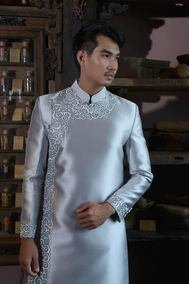 Áo dài nam quý phái viền họa tiết trắng